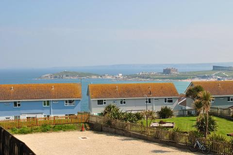 2 bedroom apartment for sale - Pentire Avenue, Newquay