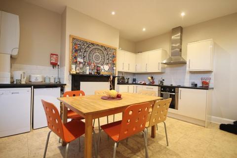 5 bedroom terraced house to rent - Beechwood View, Burley, LEEDS