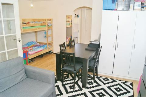 Studio for sale - West Thurrock