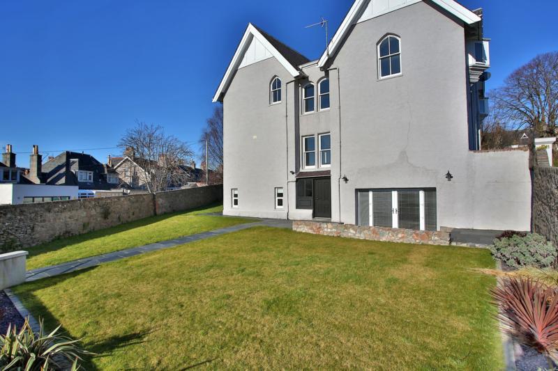 Westfield Terrace 25 (19) 1242