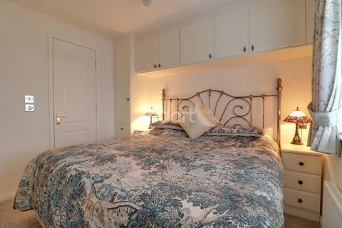 2 bedroom bungalow for sale - Maple Mews, Battlesbridge
