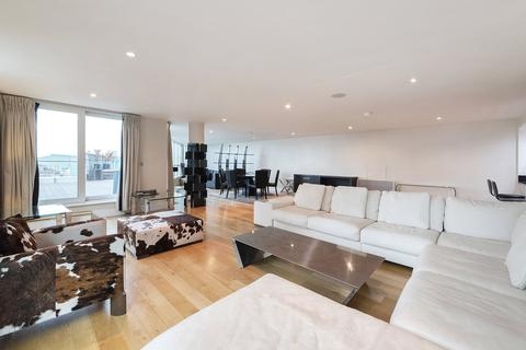 3 bedroom apartment to rent - St George Wharf, London, SW8