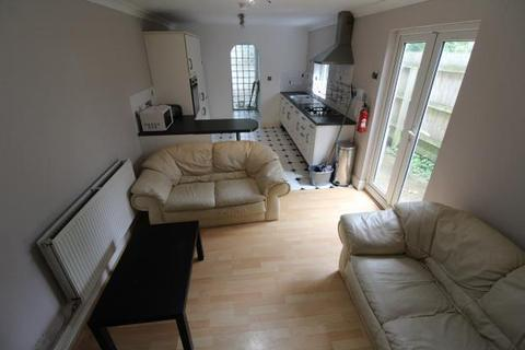 5 bedroom terraced house to rent - Strathnairn Street, , Cardiff
