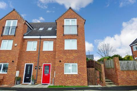 3 bedroom townhouse to rent - The Chase, Bedlington, Northumberland, NE22 6BY