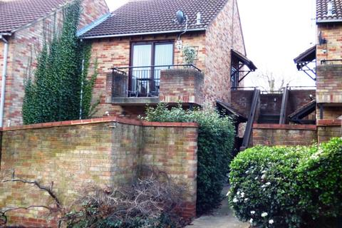 Studio to rent - Maiden Place, Lower Earley