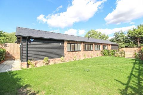 3 bedroom detached bungalow for sale - Bassetts, Little Warley, Brentwood, Essex, CM13