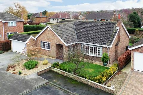 3 bedroom detached bungalow for sale - 26 Dower Chase, Escrick, York