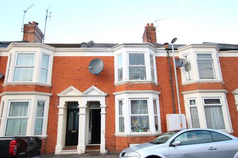6 bedroom house to rent - Cedar Road, Northampton