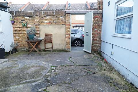 Studio to rent - Ashenden Road, London