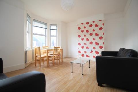 2 bedroom flat to rent - Litchfield Gardens, London