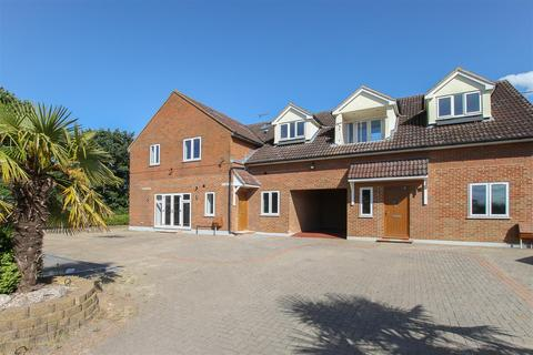 2 bedroom apartment for sale - Blackmore Road, Hook End, Brentwood