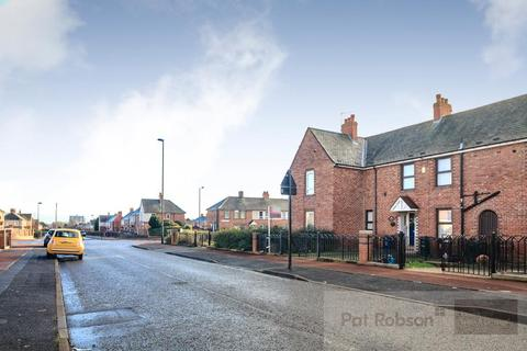 2 bedroom house for sale - Dunstanburgh Road, Newcastle Upon Tyne