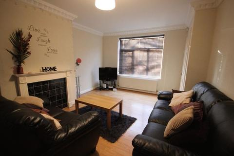 4 bedroom terraced house to rent - Langdale Avenue, Headingley