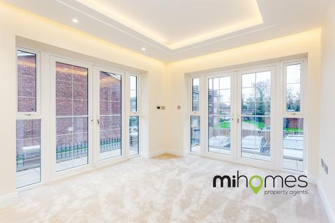 3 bedroom apartment for sale - Freshfield Drive, Southgate, N14