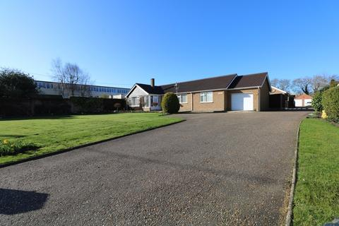 3 bedroom detached bungalow for sale - The Street, North Lopham