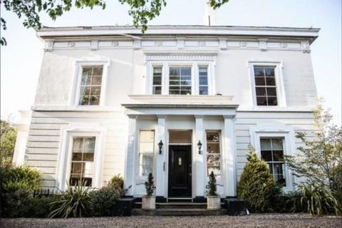 2 bedroom flat to rent - Mossfield House, 2 Thingwall Road,