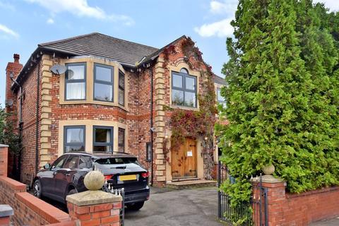 5 bedroom detached house for sale - Upton Lane, Farnworth