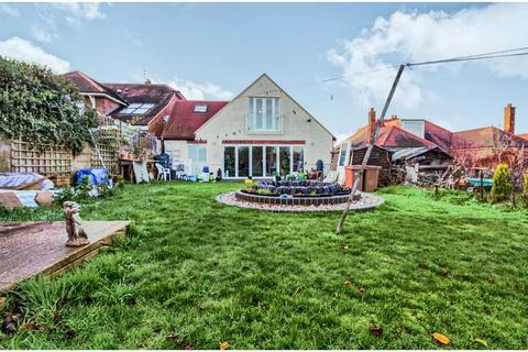 4 bedroom detached bungalow for sale - Moulsham Chase, Chelmsford, CM2