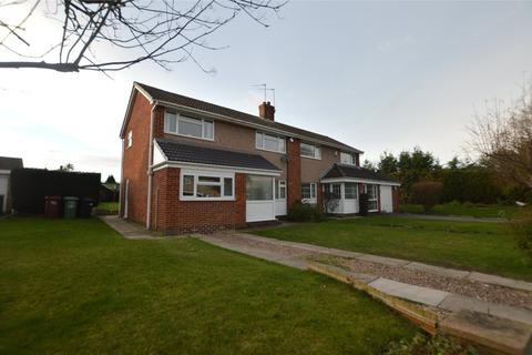 3 bedroom semi-detached house for sale - Chiltern Close, Garforth, Leeds, West Yorkshire