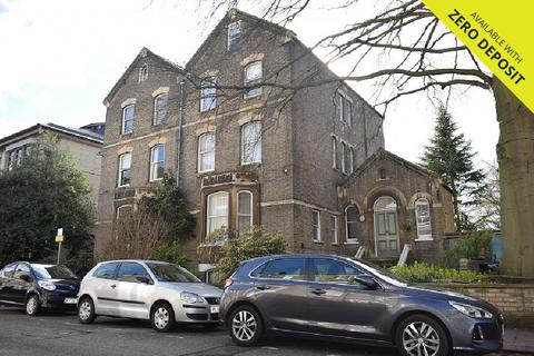 3 bedroom flat to rent - Bateman Street