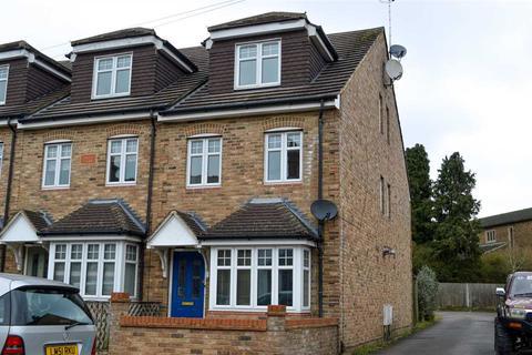 2 bedroom end of terrace house to rent - Camela Villas, Holly Road, Aldershot