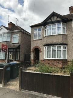 3 bedroom semi-detached house to rent - Oldham Avenue,