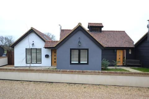 3 bedroom barn conversion for sale - Gobions Farm Chase, Billericay, Essex, CM11