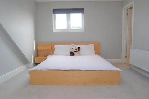 2 bedroom flat to rent - Elmbank Way, London W7