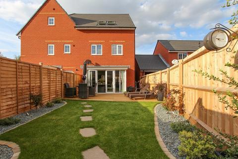 4 bedroom semi-detached house for sale - Goldcrest Walk, Keynsham, Bristol