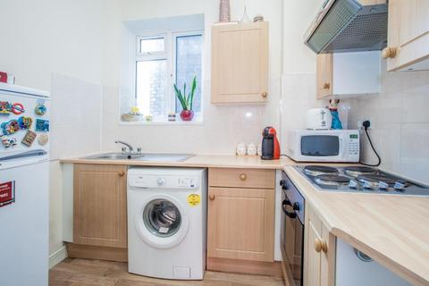 1 bedroom flat to rent - Charleville Court, Barons Court, London, W14 9JG
