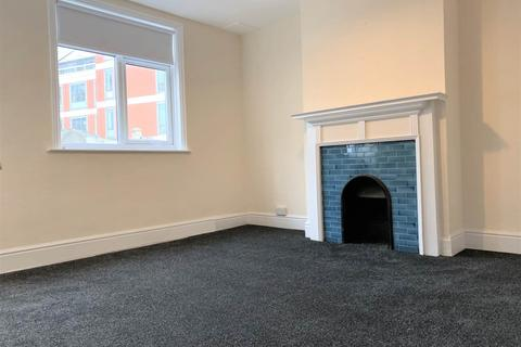 1 bedroom flat to rent - High Street, Staines Upon Thames, Middlesex