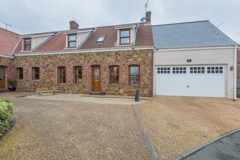 3 bedroom semi-detached house for sale - 6 Les Rouvets De Bas, St. Saviour, Guernsey