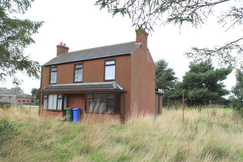 3 bedroom property with land for sale - Hive Lane, Hive, Brough