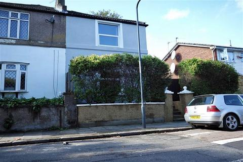 3 bedroom semi-detached house to rent - Woodhill, Woolwich, London, SE18