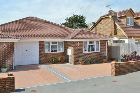 3 bedroom semi-detached bungalow to rent - Keymer Avenue, Peacehaven