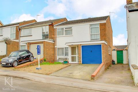 4 bedroom end of terrace house for sale - Musley Hill, Ware - Four Bedrooms! Chain Free