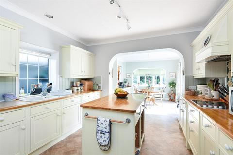 5 bedroom detached house to rent - Woodland Drive, Hove, East Sussex, BN3 6DH