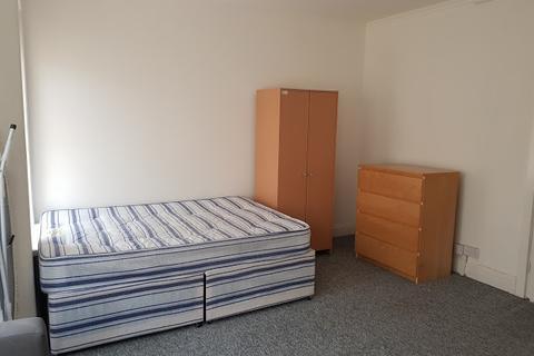 Studio to rent - Claude Place, CARDIFF, CF24