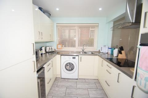 3 bedroom semi-detached house for sale - Trevale Road, Rochester, ME1