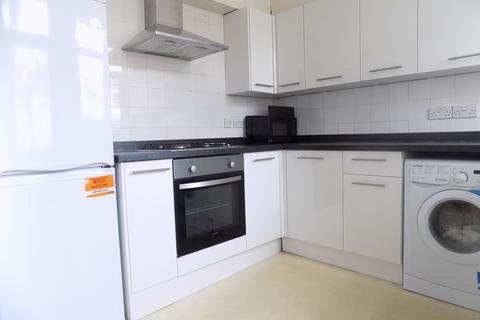 7 bedroom property to rent - **7 ROOMS TO RENT**Clarendon Road, Southsea