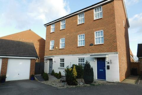 3 bedroom townhouse for sale - Glossop Way, Church End, Arlesey, Beds SG15 6YG