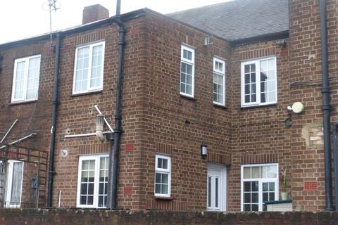 2 bedroom flat to rent - Station Road, Upminster RM14