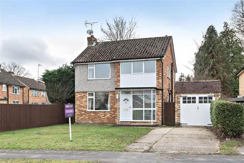 3 bedroom detached house for sale - Grange Avenue, Crowthorne