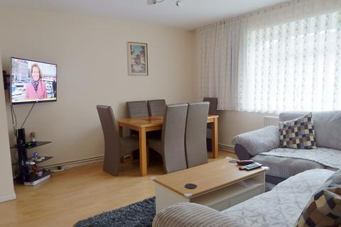 3 bedroom flat for sale - Reynolds Court, Chadwell Heath, Romford RM6