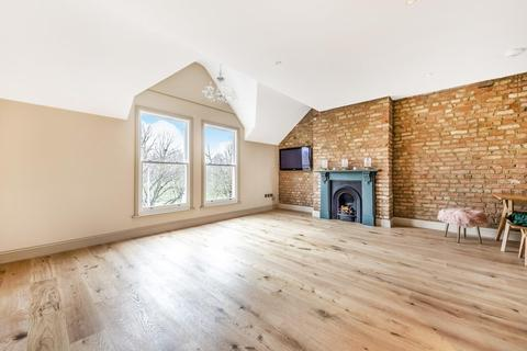 3 bedroom flat for sale - Bolingbroke Grove, Battersea