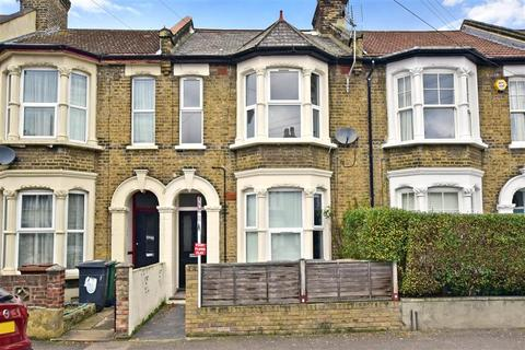 2 bedroom flat for sale - Millais Road, Leytonstone