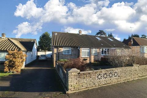 2 bedroom semi-detached bungalow for sale - Harrow Way, Watford, Hertfordshire, WD19