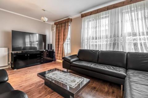 4 bedroom house for sale - Oban Court, Montem Lane, Slough, SL1