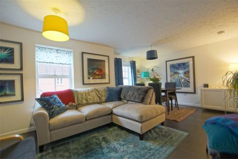 2 bedroom flat for sale - Price Close East, Chase Meadow, Warwick