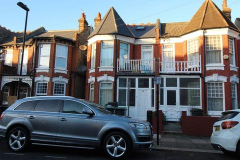 Studio to rent - Woodside Road, Wood Green, N22